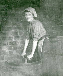ALL IN A DAY'S WORK (S'lee) Washing clothes c.1900